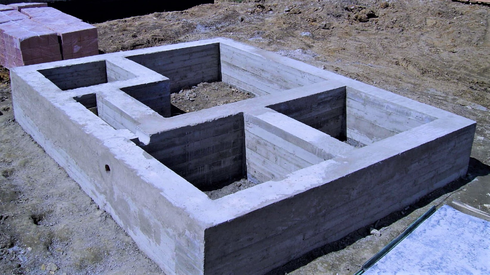 монолитный бетонный фундамент